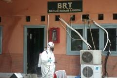 Penyemprotan disinfektan juga dilakukan oleh petugas di BRT UNAS
