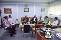 para petinggi UNAS menyambut Menteri Ketenagakerjaan Muhammad Hanif Dhakiri S.Ag., M.Si. (keempat dari kiri) saat tiba diruang Rektorat UNAS