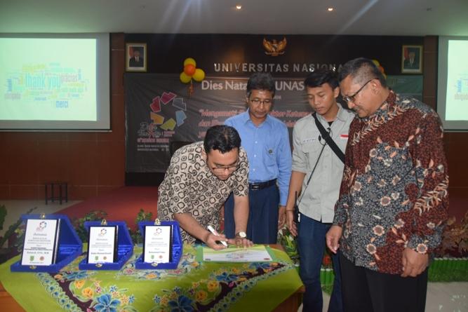 penandatanganan yang dilakukan oleh Maman Rahmawan S.St., M.Si. selaku BE KRAF-kepala Sub bag Direktorat Riset dan Pengembangan Ekonomi Kreatif