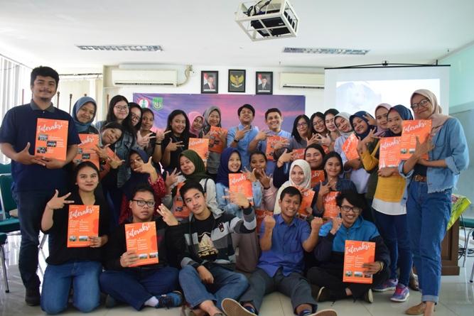 foto bersama peserta diskusi dengan majalah Interaksi