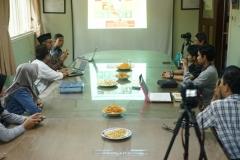 Para peserta diskusi, di Ruang 108 Blok 1 UNAS, Jumat (03-5)