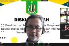 Dosen FTKI Unas sedang memaparkan hasil penelitiannya dalam diskusi ilmiah (2)