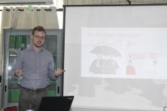 Presentasi makalah oleh peneliti dari Bonn University Jerman Dr. Phil. Timo Markus Duile M.A. pada acara diskusi interaktif sosiologi di ruang LPPM Universitas Nasional, (15/3)