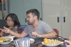Peserta diskusi sedang memberikan pertanyaan kepada pembicara pada acara diskusi interaktif sosiologi di ruang LPPM Universitas Nasional, (15/3)