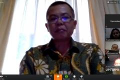Kepala Program Studi Magister Hukum Unas, Rumainur Ph.D sedang memberikan tanggapannya dalam sesi tanya jawab