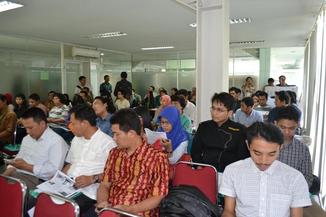 Para peserta yang menghadiri acara diskusi
