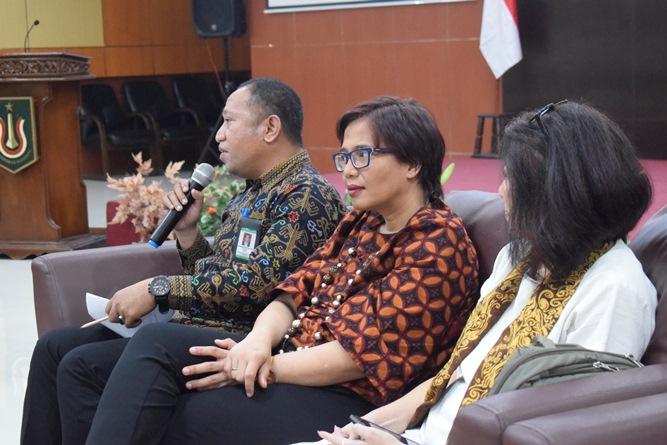 Sambutan dari Kepala Biro Kemahasiswaan Unas, Kamaruddin Salim (kiri)