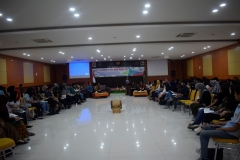 para mahasiswa dan pembicara yang hadir dalam kegiatan ini
