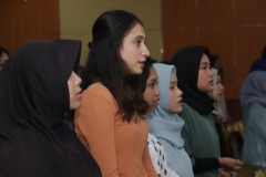 """Mahasiswa UNAS saat menyanyikan Indonesia Raya pada acara seminar karir dan walk in interview """"The Power Fundraising"""" bersama Dompet Dhuafa di Auditorium Blok 1 lantai 4 UNAS, Jakarta, (2/4)."""