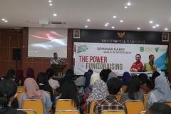 """Wakil Rektor Bidang Kemahasiswaan Dr. Drs. Zainul Djumadin, M.Si  memberikan kata sambutan pada acara seminar karir dan walk in interview """"The Power Fundraising"""" bersama Dompet Dhuafa di Auditorium Blok 1 lantai 4 UNAS, Jakarta, (2/4)."""