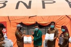 Pemberian Donasi Alat Pelindung Diri (APD) tenaga kesehatan oleh fakultas ilmu kesehatan Universitas Nasional di 16 Puskesmas Wilayah Pandeglang