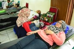 Saat donor darah berlangsung