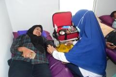 pendonor sedang donor darah