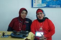 Dosen dan Perwakilan palang merah Indonesia saat kegiatan donor darah di Unas