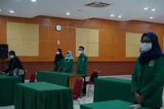 Para pengurus UEC sedang menyanyikan lagu Indonesia Raya dalam pembukaan kegiatan