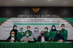 Foto bersama para pengurus UEC, Wakil Rektor, dan pembicara dalam kegiatan