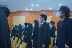 Para peserta Yudisium saat menyanyikan Indonesia Raya