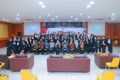 Foto bersama seluruh pimpinan fakultas, prodi dan dosen dengan peserta yudisium Semester Ganjil Periode I Tahun Akademik 2019/2020 pada Kamis, 26 November 2020
