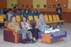 Dekan fakultas biologi dan narasumber dari alumni UNAS