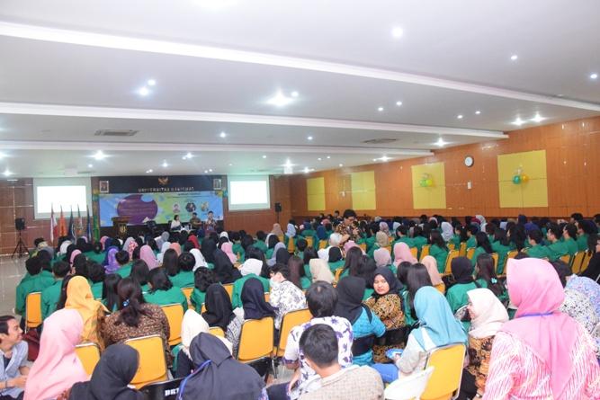 Fakultas Ekonomi Gelar Seminar Digitalisasi Ekonomi Menghadapi Revolusi Industri 4.0 (13)