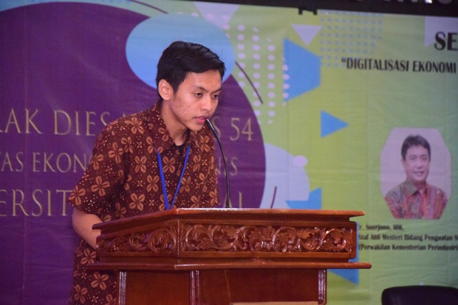 Fakultas Ekonomi Gelar Seminar Digitalisasi Ekonomi Menghadapi Revolusi Industri 4.0 (3)