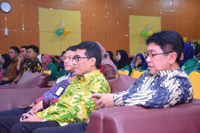 Fakultas Ekonomi Gelar Seminar Digitalisasi Ekonomi Menghadapi Revolusi Industri 4.0 (5)