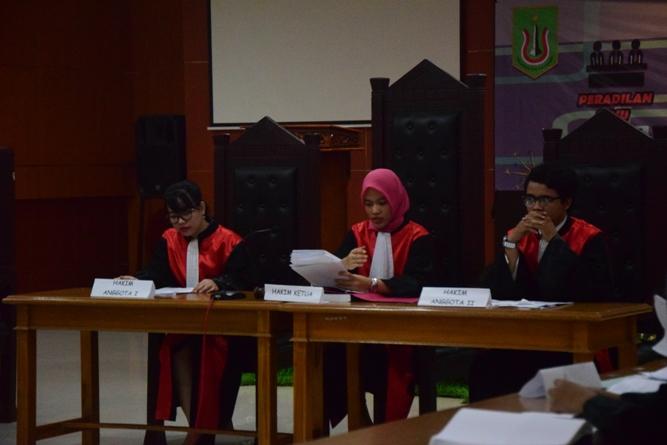 Fakultas Hukum Adakan Kompetisi Peradilan Semu Internal (12)