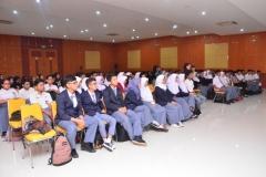 Fakultas Teknik dan Sains Selenggarakan Seminar Bertajuk Membangkitkan Jiwa Kepemimpinan Bagi Mahasiwa (10)