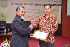 Fakultas Teknik dan Sains Selenggarakan Seminar Bertajuk Membangkitkan Jiwa Kepemimpinan Bagi Mahasiwa (4)