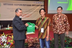 Fakultas Teknik dan Sains Selenggarakan Seminar Bertajuk Membangkitkan Jiwa Kepemimpinan Bagi Mahasiwa (6)