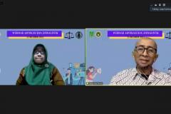 Moderator/ Dosen Fakultas Pertanian UNAS Asmah Yani, M.Si. (kiri) dan Narasumber yang juga Kepala Laboratorium UNAS TV Asep Rakhmat Iskandar, S.H., M.H. (kanan) pada acara Webinar Advokasi dan Jurnalistik