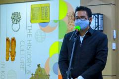 Ketua Program Studi Korea Fahdi Sachiya, S.S., M.A. saat memberikan sambutan dalam kegiatan Upacara Penandatanganan Nota Kerja Sama antara Fakultas Bahasa dan Sastra UNAS dengan Hankuk University Of Foreign Studies Korea, pada Jum'at 16 April 2021 di Ruang Korean Culture Center UNAS