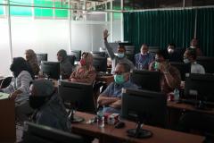 Para Dosen FEB UNAS yang hadir untuk mengikuti sosialisasi Appsta di laboratorium FEB UNAS pada Jumat, 08 Oktober 2021