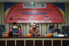 """Kegiatan Focus Group Discussion dan Peluncuran Buku """"Arung Maritim Indonesia dalam Gejolak Ombak Globalisasi"""" kerjasama antara Prodi Hubungan Internasional dengan Bank BNI pada hari Selasa, 30 Maret 2021 di Menara UNAS"""