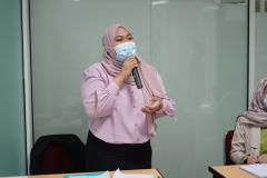 """Sesi tanya-jawab dalam kegiatan Focus Group Discussion dan Peluncuran Buku """"Arung Maritim Indonesia dalam Gejolak Ombak Globalisasi"""" kerjasama antara Prodi Hubungan Internasional dengan Bank BNI pada hari Selasa, 30 Maret 2021 di Menara UNAS"""