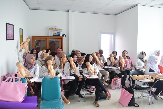 FIKES adakan Training Baby Spa & Massage Untuk bidan (1)