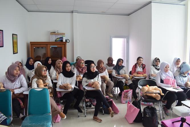 FIKES adakan Training Baby Spa & Massage Untuk bidan (3)