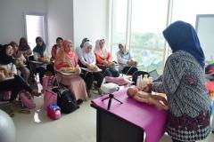 FIKES adakan Training Baby Spa & Massage Untuk bidan (11)