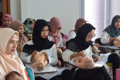 FIKES adakan Training Baby Spa & Massage Untuk bidan (10)