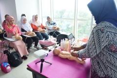 FIKES adakan Training Baby Spa & Massage Untuk bidan (6)