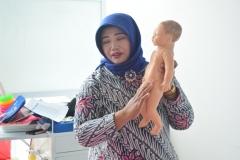FIKES adakan Training Baby Spa & Massage Untuk bidan (9)