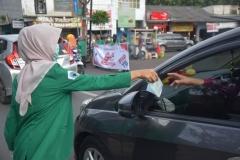 himakep membagikan masker ke pengguna jalan