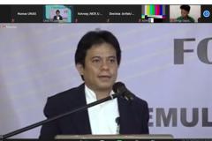 Rektor Institut Teknologi dan Bisnis Ahmad Dahlan Jakarta, Dr. Mukhaer S.E., MM sebagai pembicara sedang memaparkan materinya