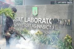 Tidak hanya di kampus pusat, Fogging disinfektan oleh petugas juga dilakukan di kampus 2 Pusat Laboratorium Universitas Nasional