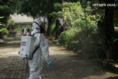 Semua area lingkungan di Universitas Nasional di semprotkan disinfektan sebagai upaya pencegahan virus Corona dan demam berdarah