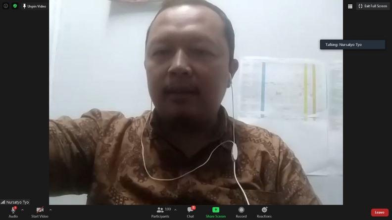 Sekretaris Prodi Ilmu Komunikasi Unas, Nursatyo, M.Si. sedang memberikan sambutannya dalam diskusi.
