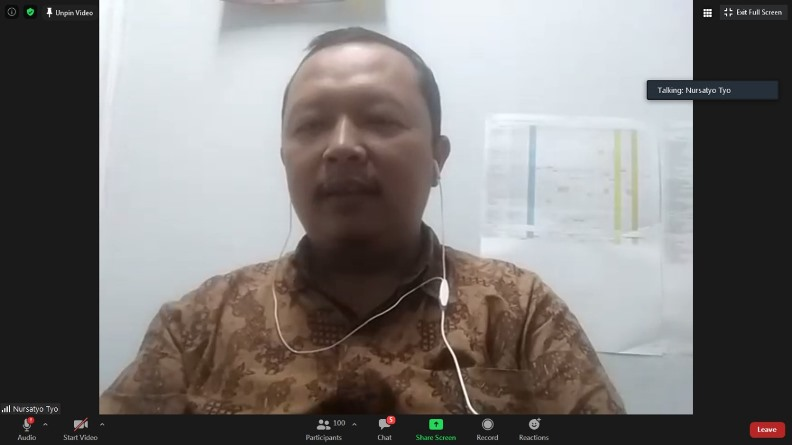 Sekretaris Prodi Ilmu Komunikasi Unas, Nursatyo, M.Si. sedang memberikan sambutannya dalam diskusi (2)