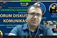 Dosen Komunikasi Umar Fauzi Bahanan sedang menjelaskan materinya dalam forum diskusi