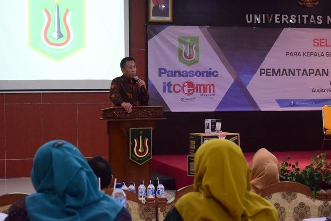 Warek Bidang Kemahasiswaan Dr. Zainul Djumadin, M.Si. saat memberikan sambutan