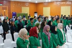 Para peserta Fest Fun 2019 (Festival Film Universitas Nasional 2019) saat menyanyikan Indonesia Raya di Auditorium blok 1 lantai 4 Unas pada Senin, 28 Oktober 2019